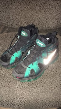 Pair of teal-and-black jr basketball shoes Homestead, 33032
