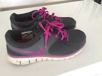 Women's Nike runners size 9 Surrey, V3S