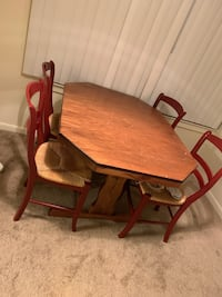 Dining table with 4 chairs !