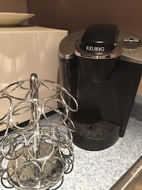 Keurig coffee maker with accessories like new! Laval, H7L 1K4