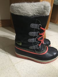 Size 7 sorel boots West Grey, N0G