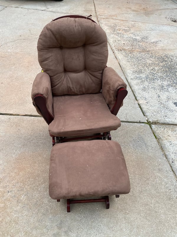 Rocking Chair with foot stool c198a1ac-ade0-4776-9a1e-867e34c34f08