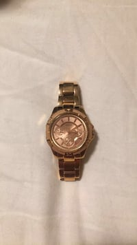 mint condition gold guess watch  Kelowna, V1X 3Y7