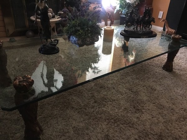Glass table  7d8c20f9-e336-4f91-a910-7bc8ee2a8a0c