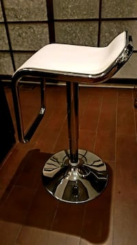 White leather stools Laval, H7W