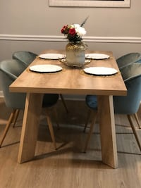 Modern Contemporary Dining Table and Chairs