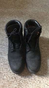 Black Timberlands (used) Size 9.5 Windsor, N9B 3M1