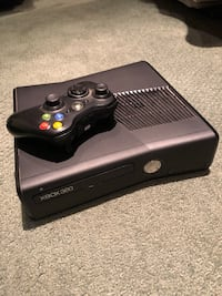 Black xbox 360 console with controller and 7 games Franklin, 07416
