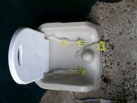 white and green plastic highchair  Hamilton, L8W 1T8