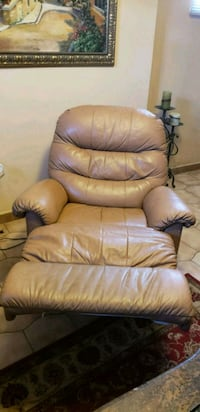 brown leather recliner sofa chair Toronto, M3J