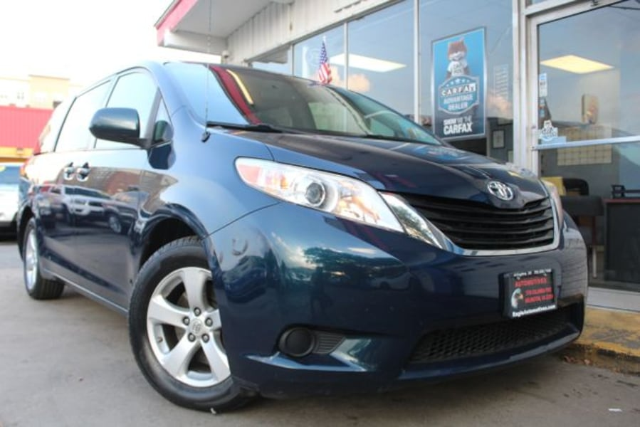 2011 Toyota Sienna for sale 0