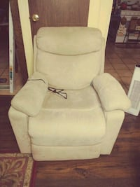 Chair beige comfy clean   Albuquerque, 87123