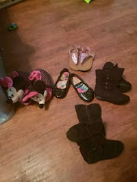 assorted pairs of shoes and sandals Redding, 96001