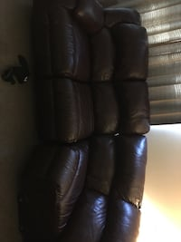 Leather 3 piece sectional  1028 mi
