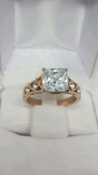 Size 10. New with Tags. Never tarnish wedding ring St. Louis, 63118