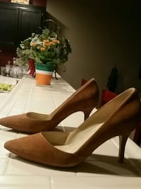 pair of brown leather pointed-toe pumps Bakersfield, 93312