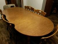 Dining table, 2 leaves, 6 chairs with pads Youngstown