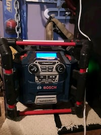 Bosch Bluetooth Power Box Jobsite AM/FM Radio/Charger Stereo