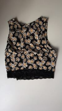 Black and white floral sleeveless crop top, Size, SMALL 26 km