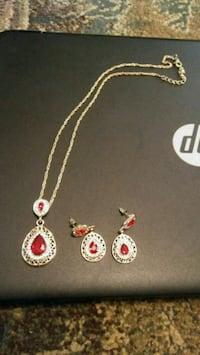 pair of gold-colored earrings with necklace Greeneville, 37743
