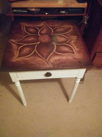 End table  Columbia, 65201