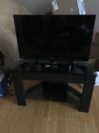 "32"" smart tv and tv stand"