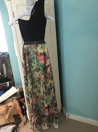 Floral cutout back sz small gown.