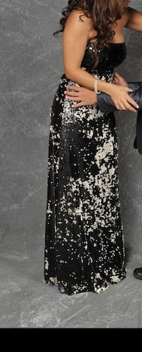 Dress size 4-6. Worn once. Pick up in DDO paid 650$ asking price $250 Dollard-des-Ormeaux, H9G 1G8