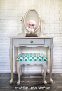 Gorgeous Vanity and stool Brampton, L6Y 1T6
