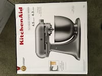 black and gray and gray and black KitchenAid stand mixer 39 km