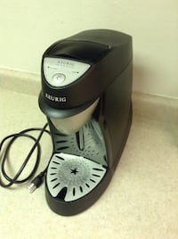 Keurig commercial single cup coffee machine / also has water hose connection option on back