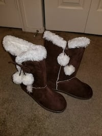 white-and-brown suede fur-lined snow boots Las Vegas, 89169