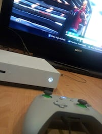 White Xbox One s console with controller, Winnipeg, R2V 2M2