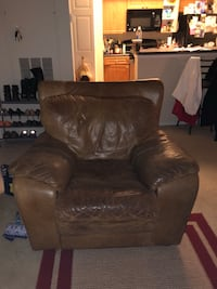 **Price Dropped** Comfy Chair!! Needs Good Home 41 km