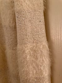Winter White Sweater With a Little Sparkle Size L Centreville, 20120