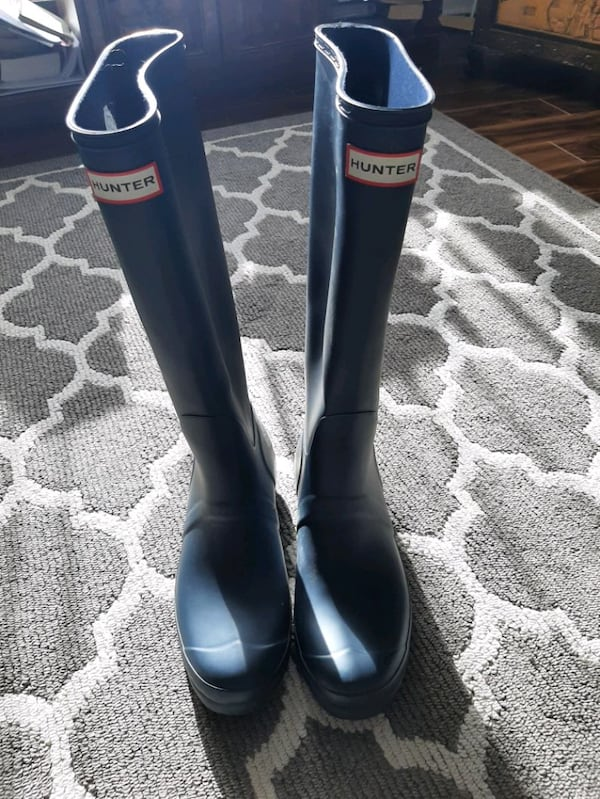 Hunter boots size 11 excellent condition  51850fa8-5ba9-44e3-b2af-8953484f9048