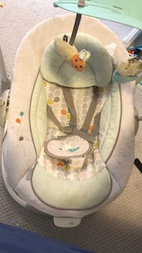baby's gray and white bouncer East Gwillimbury, L0G