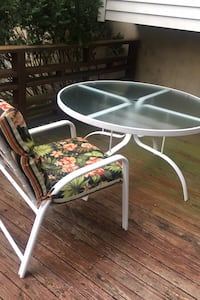 Telescope table/4 chairs/4 pads (stripe on other side)
