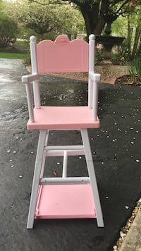 pink and white plastic easel Geneva, 60134