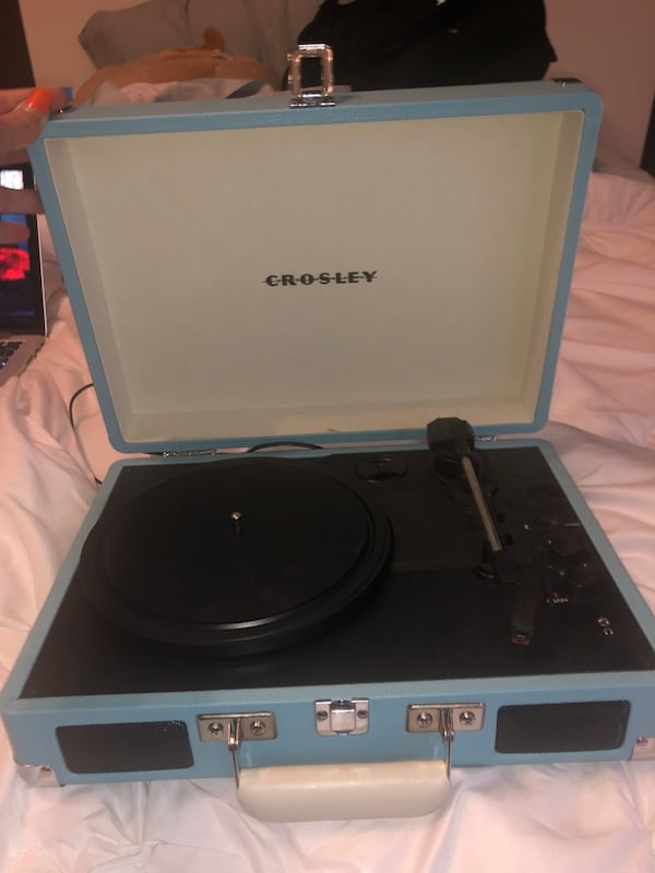 Record Player 71c801e8-5328-427b-985e-fc0a5ff49154