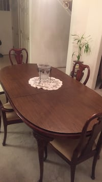 Four chairs brown wooden dining set Gainesville, 20155