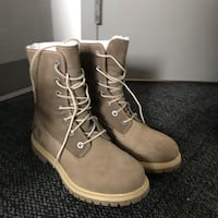 Timberland boots shoes , only use one time,like new, Size 240 多伦多, M2J 5G3