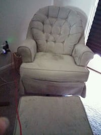 Chair & foot stole from a Nome smoking and no pet. Fort Worth, 76179