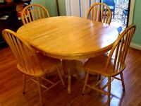 Kitchen table with 4 chairs and removable leaf Ajax, L1T 2K7