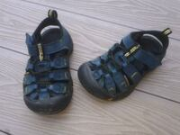 Keen sandals for boys or girls in toddler size 8.  Kitchener, N2A 4B9