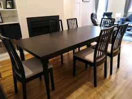Extendible table and 6 chairs