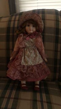 Heritage porcelain musical collectable dolls. Never played with. Excellent condition. 1980 edition Essex, 21221