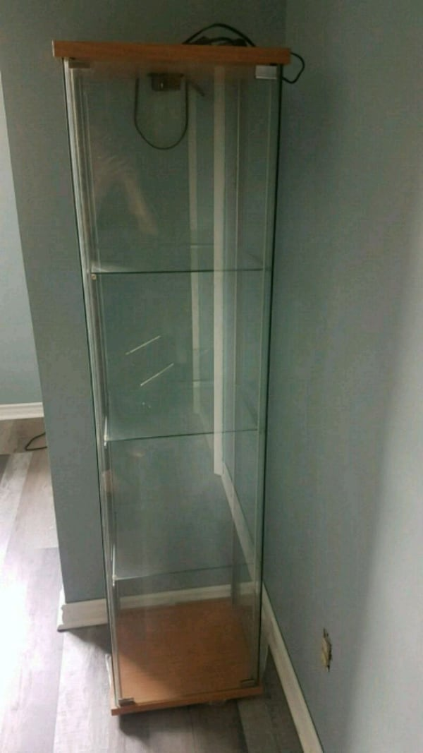 Sold Glass Cabinet Display Shelves In Whitby Letgo
