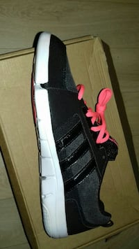Baskets basses Adidas noires  taille 43