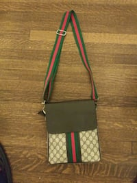 Gucci messenger bag (mens) Halethorpe, 21227